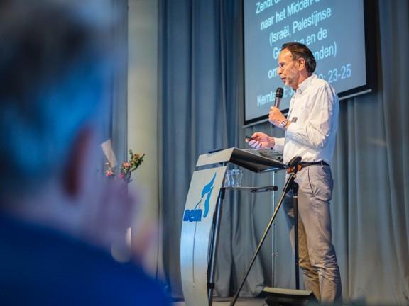 Spreekbeurt Piet Jonkers in de Evangeliegemeente Reveil, Lelystad