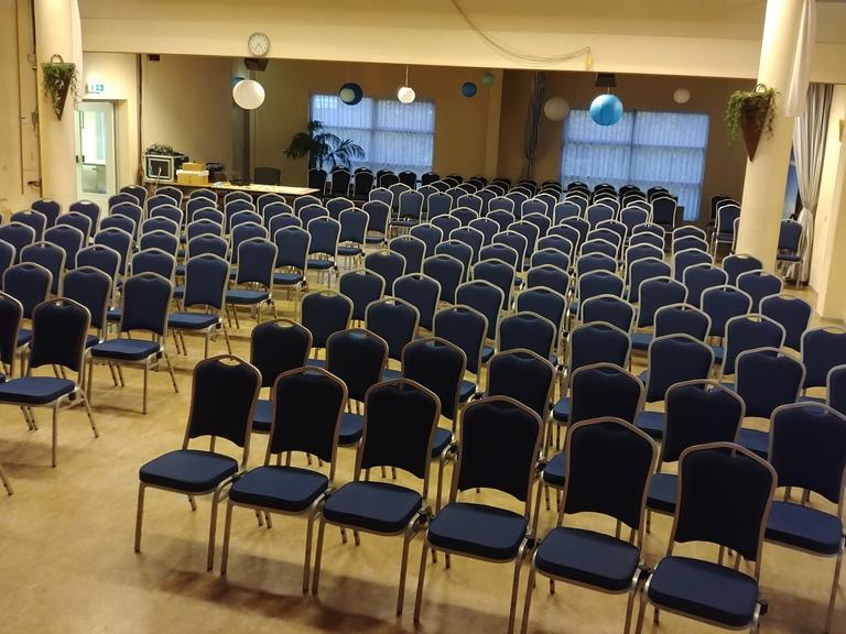 Groot Dennenlust Menorah zaal met stoelen