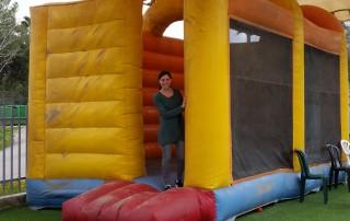 Nadine op een springkussen