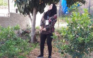 Sakine in de tuin van Beit Yusef, het logeerhuis van Love into Action in de Palestijnse Gebieden