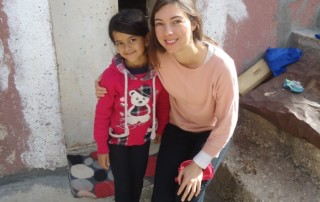 Baanbreker Esther met Arabisch jong meisje