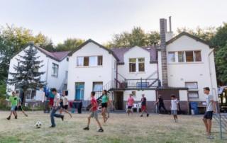 Groot Dennenlust voetballende kinderen Reveilweek